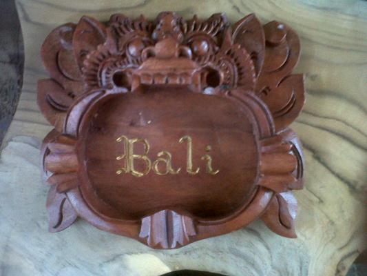 AS01,ashtry bali loggo, size 15cm  U$D 3. mahogany wood