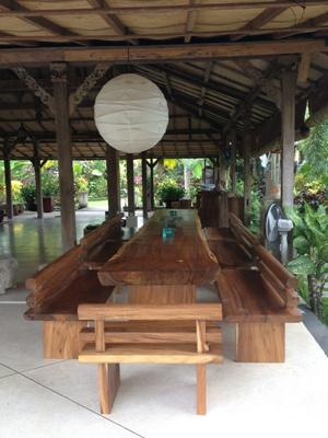 MW 02 mahogany wood,size L500cm x W90-80cm x thick 10cm,height 80cm till top. 8 benchs  fit for 25 seats . U$D 5.500 ( 1 set)