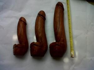 S05, ash tray, size ( 8cm U$D 2) ( 15cm U$D 3)(30cm U$D 5) mahogany wood brown polish