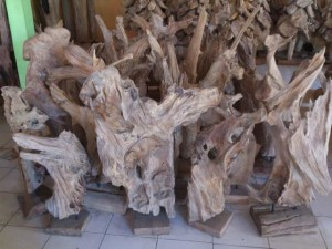 T053 , teak stand  decoration, height 70-80cm and natural condition, U$D 40, available size 100cm,150cm
